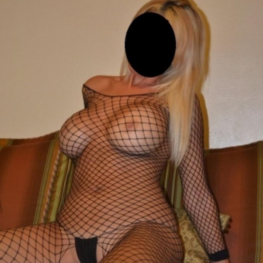 Зрелые проститутки самые красивые голые дороге доить